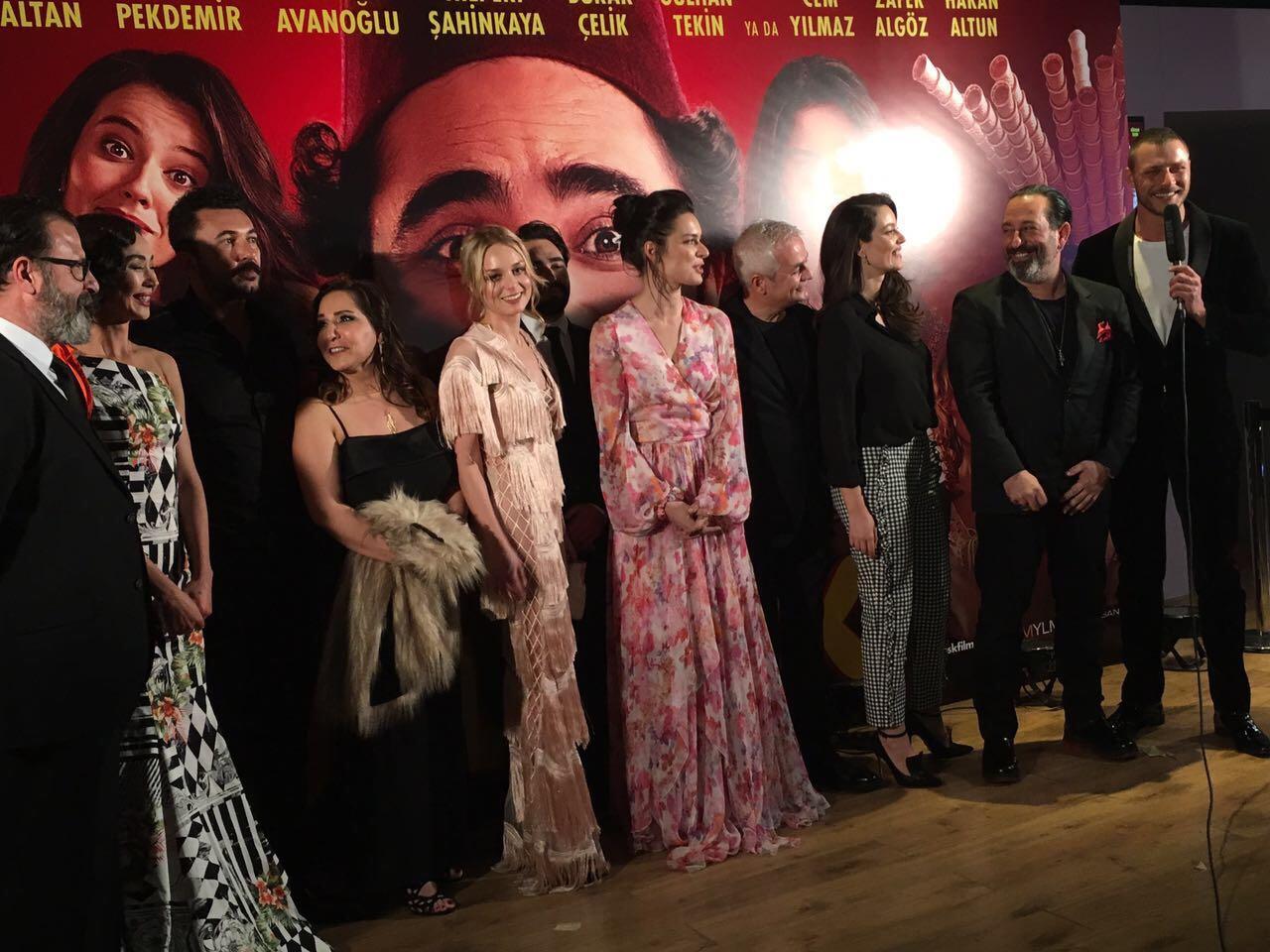 Kaptan International Textile kumaşlarını tercih eden sinema sanatçılarına ve değerli tasarımcı İlgin Utin hanımefendiye teşekkür ederiz.